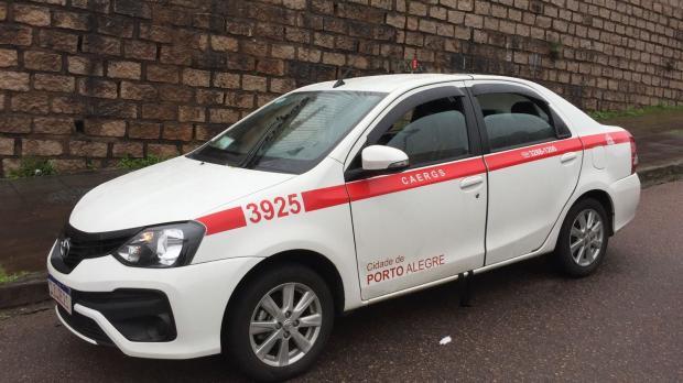 """""""Saímos para socorrer, mas não havia mais o que fazer"""", conta morador de rua onde taxista foi morto em Porto Alegre Ronaldo Bernardi / Agencia RBS/Agencia RBS"""