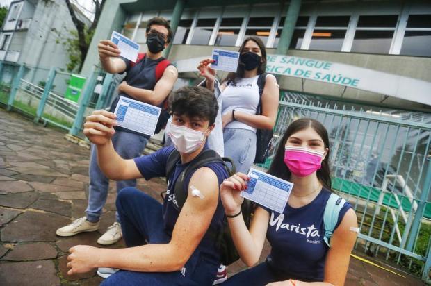 Vacinação de adolescentes sem comorbidades começa com grande procura em Porto Alegre Lauro Alves / Agencia RBS/Agencia RBS