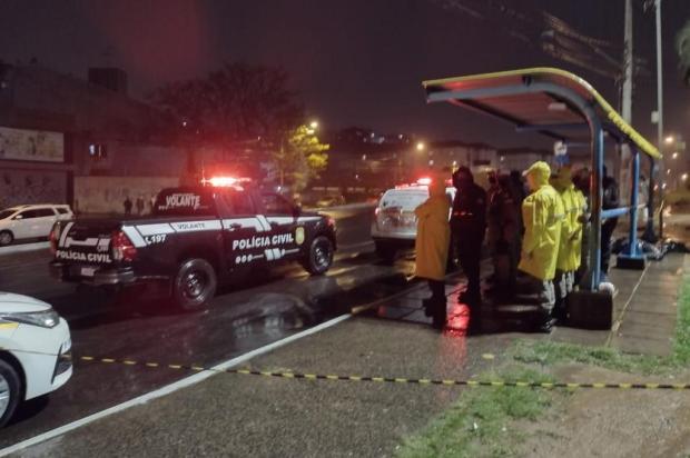 Mulher é morta após assalto no bairro Cristal, em Porto Alegre Max Correa / RBS TV/RBS TV