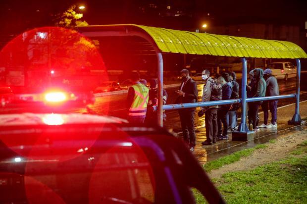 Polícia prende último suspeito de participação em assalto que resultou na morte de jovem em parada de ônibus Marco Favero / Agencia RBS/Agencia RBS