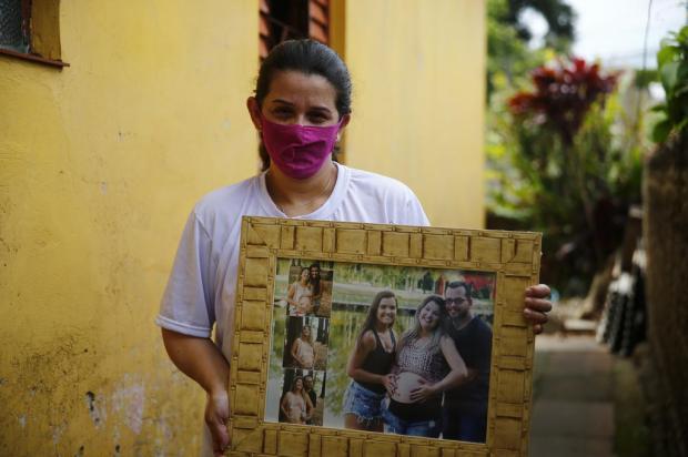"""""""Dói muito passar ali. A vida deles seguiu e a minha parou"""", diz viúva de vendedor morto após agressão em açougue Félix Zucco / Agencia RBS/Agencia RBS"""