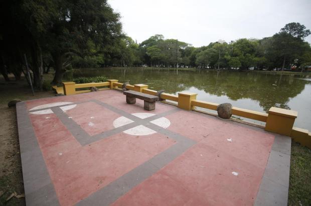 """Pintura de piso na Redenção lembra suástica e gera críticas nas redes sociais: """"Apologia a uma das piores partes da história da humanidade"""" Andre Avila / Agencia RBS/Agencia RBS"""