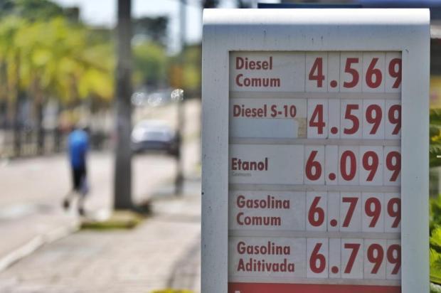 Gasolina sobe, e litro já é encontrado a R$ 6,79 em postos de Porto Alegre Lauro Alves / Agência RBS/Agência RBS