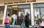 Estudantes são assaltadas próximo a colégio de aluno que foi esfaqueado Ronaldo Bernardi /