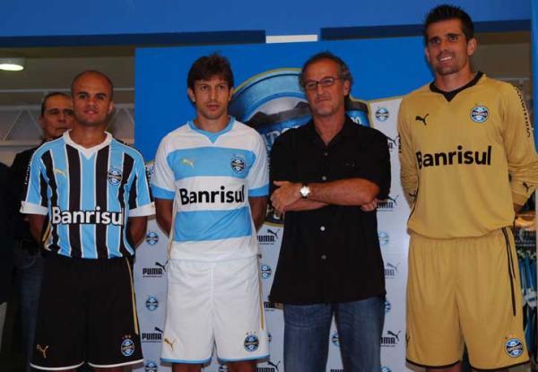 b7e8fed4c7365 Grêmio apresenta oficialmente uniformes para a Libertadores - Diário Gaúcho