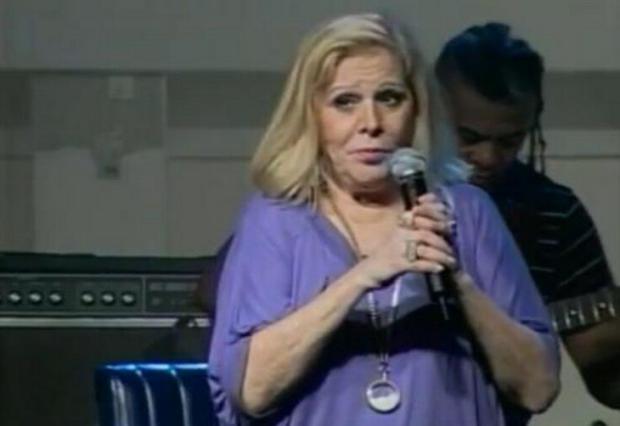 Cantora Vanusa segue internada em UTI e respira sem auxílio de aparelhos Reprodução/YouTube